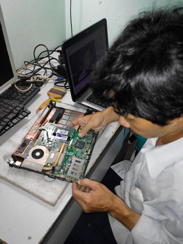 Chuyên phục hồi Pin Laptop hỏng giá rẻ