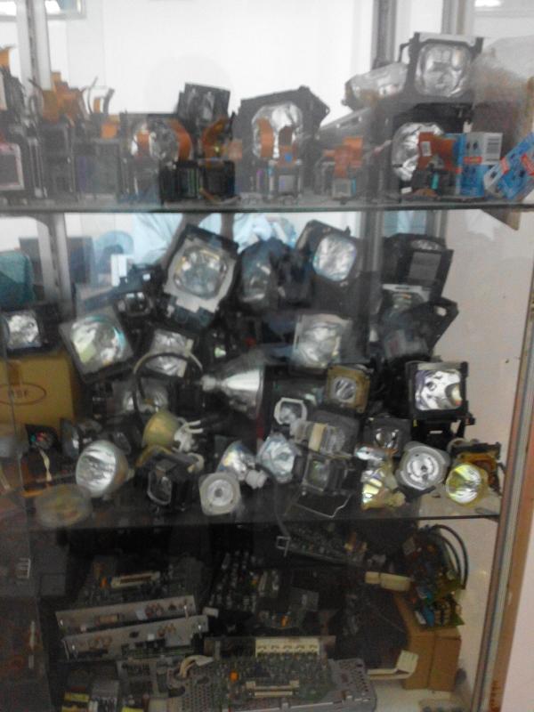 Thay bóng đèn máy chiếu chính hãng theo yêu cầu