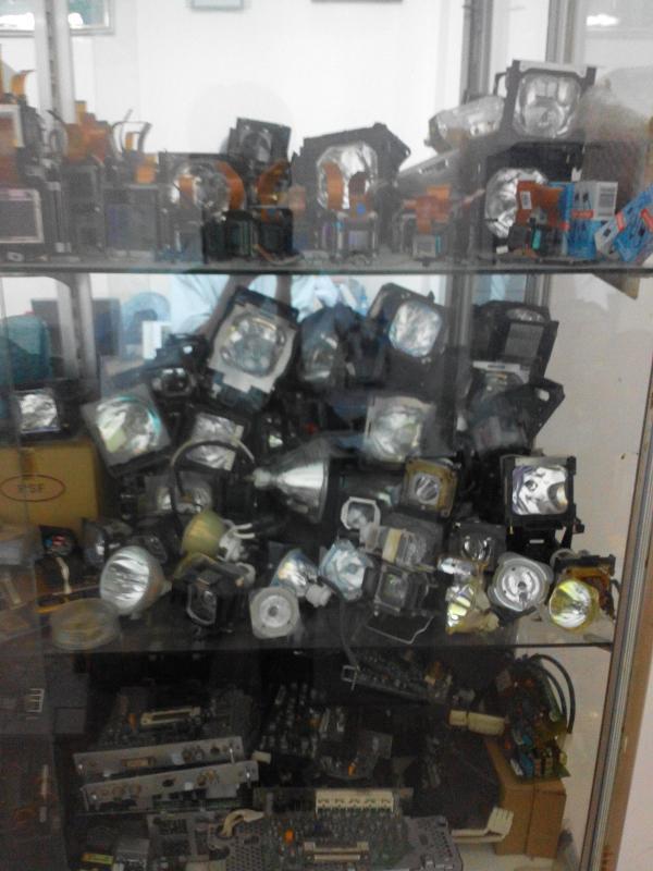 Thay bóng đèn máy chiếu giá rẻ hãng: Panasonic, Sony, Sanyo, 3M, Hitachi, Optoma...
