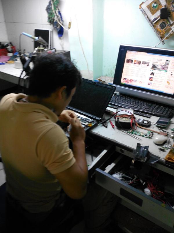 Chuyên Sửa laptop mất nguồn, có nguồn không lên hình, lõi chip vga, màn hình bị mờ giá rẻ