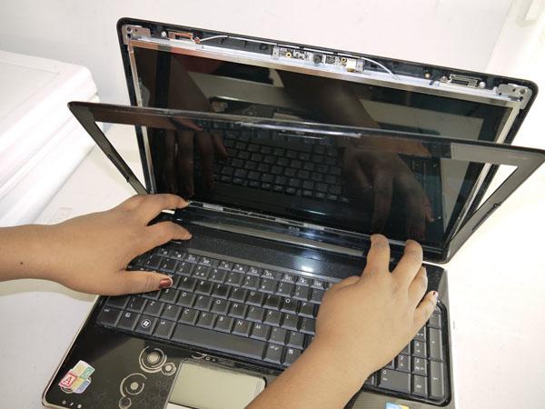Chuyên thay bản lề LCD Acer chuyên nghiệp
